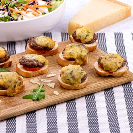 15 Mini Cheeseburger Crostini