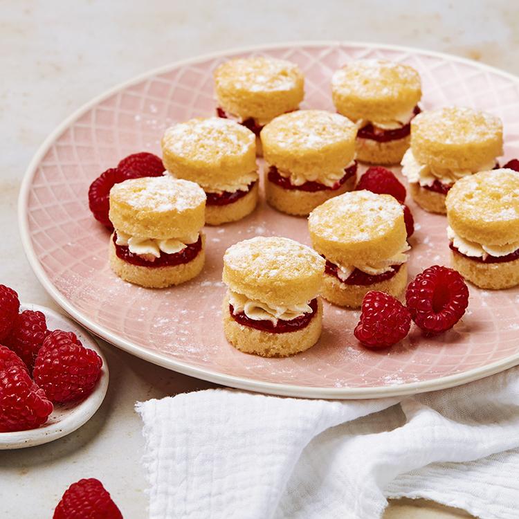 12 Mini Victoria Sponges